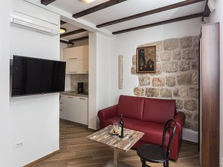 Apartments & Rooms Verdi - Studio with Street View BR2 - TULIN