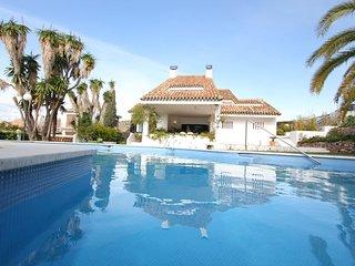 Villa en Gibralfaro, Malaga, Costa del Sol. With private swimming pool, sea view