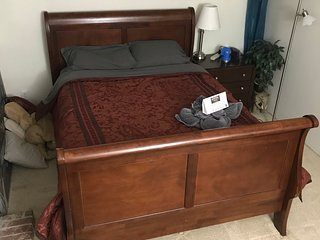 Queen Sleigh Bed- Walk to Microsoft