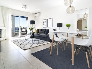 RDM - Stylish Holiday Apartment with Ocean Views