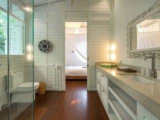 FamilySuite Bathroom