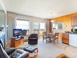 NEW: Top Floor Condo on the Moclips River