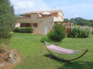 Porto-Vecchio (6 km du centre), F2 au calme avec jardin pour 4 pers. Clim, Wifi.