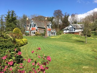 Aros Rhu - Luxury retreat overlooking the Gare Loch Nr Helensburgh & Loch Lomond