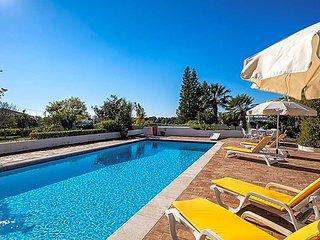 Meia Praia Villa Sleeps 6 with Pool Air Con and WiFi - 5433024