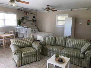 NEW! Lakefront Guestsuite/Studio with separate entrance