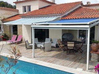 belle villa de plain pied avec piscine peite vue mer