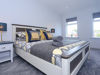 Sandbanks Road Apartment - Beautiful 3 Bedroom - with WiFi+SmartTVs+NetFlix