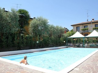 Sirmione Apartment Sleeps 5 with Pool Air Con and Free WiFi - 5642624