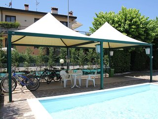 Sirmione Apartment Sleeps 6 with Pool Air Con and Free WiFi - 5642652