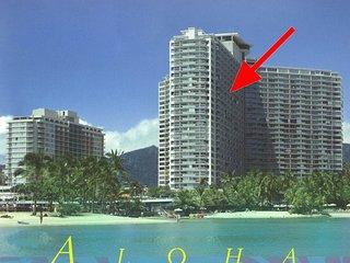Waikiki Oceanfront Condo One Bedroom w/Large Lanai