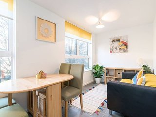 Family-Friendly 4BR Home in the Heart of London!