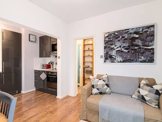 Cosy 1BR Home by Bethnal Green station!