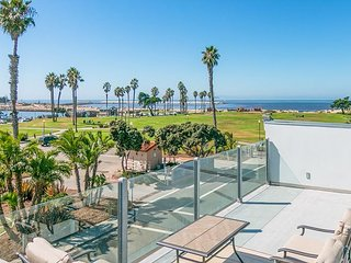 Family-Friendly 3BR w/ Oceanview Rooftop Deck – Beach Across the  Street