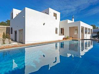 Villa Gavina 5 mins from O Beach Ibiza with pool and BBQ