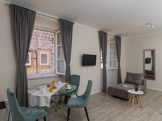 Apartments Urbis - Premium Studio Apartment with City View