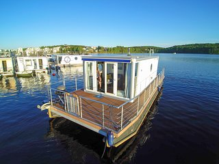 Houseboat Finland:Houseboat Standard 24 m2/ 4 pers