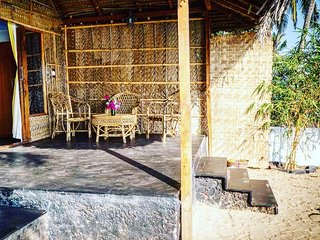 Luxurious bungalow with AC right on Talpona river