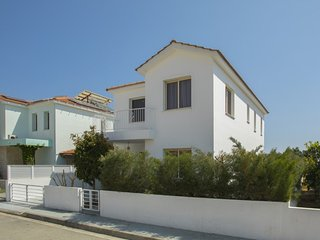 """Imagine Renting this Luxury Villa"" Larnaca Villa 04"