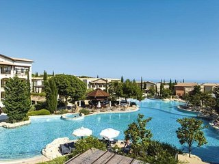 Luxury One Bed Apartment on Aphrodite Hills with Majestic Sea and Mountain