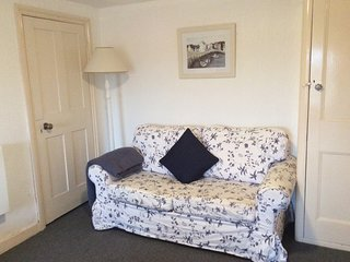 THE GRANARY - self catering apartment, ground floor, pets welcome, parking