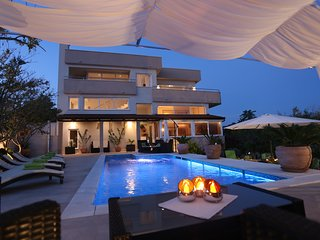 Beautiful villa with pool with sea view for rent, Ciovo