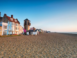 Pebble Cottage Aldeburgh 5 mins walk from beach!