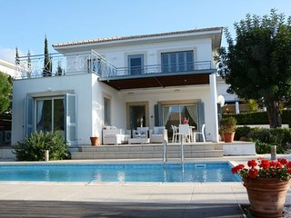 """Villa with Fantastic sea and mountain views"" Polis Villa 97"