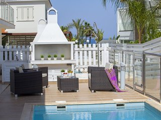 """Renting a Holiday Villa with Swimming Pool"" Protaras Villa 95"