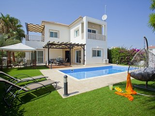 The Secret to Enjoying Your 5 Star Villa close to the Beach in Sotira, Villa