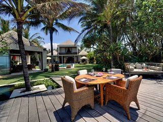 Imagine Your Family Renting This Luxury Balinese Style Villa, Bali Villa 1088