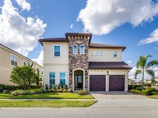 Luxury living, 5 miles from Disney, Orlando Villa 2501