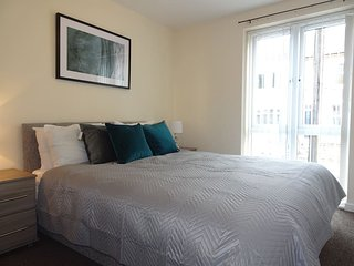 Eaton Lodge-Spacious apartment with FREE parking