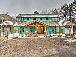 NEW! Chic Estes Park Home w/Outdoor Entertainment!