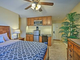 NEW! DTC Studio - Walk to Restaurants, Hwy Access!