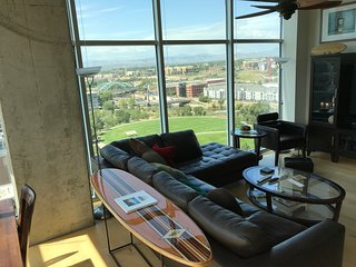 Sunny Glass Wall Condo w/  Great Views of City, River, Mountains