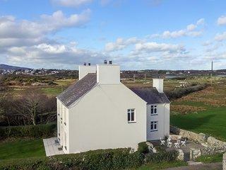 Glantraeth Fabulous Farmhouse, Recently REFURBISHED, Enclosed Gdn pet considered