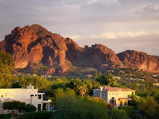 STUDIO~ SCOTTSDALE VILLA MIRAGE~ HIKING~DINING~POOLS~HOT TUB~GOLF~TENNIS & MORE