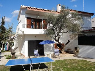 3 bedroom Villa with Air Con, WiFi and Walk to Shops - 5759800