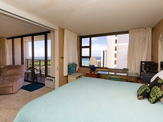 3406WB 1BR LARGE Waikiki 1 BDRM Ocean Views Pool