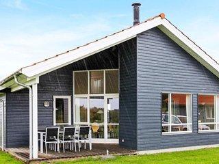 Fjand Garde Holiday Home Sleeps 8 with WiFi - 5042016