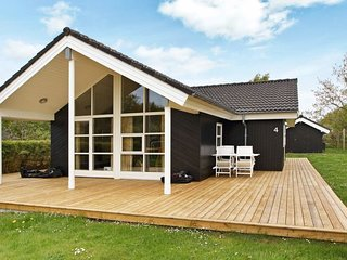Falen Holiday Home Sleeps 8 with WiFi - 5061009