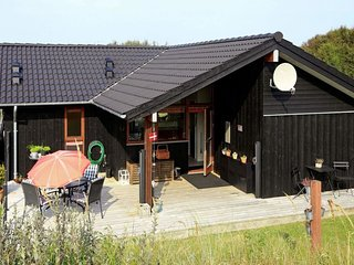 Hirtshals Holiday Home Sleeps 6 with WiFi - 5079490