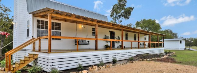 Happiness Ranch On The Little Blanco River, Pet Friendly