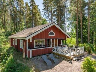 Hirsjarvi Holiday Home Sleeps 6 with WiFi - 5045597