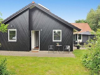 Oster Vrogum Holiday Home Sleeps 6 with Pool and WiFi - 5061865