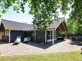 Bjerge Holiday Home Sleeps 6 with WiFi - 5424938