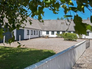 Store Sjorup Holiday Home Sleeps 14 with Pool and WiFi - 5042748