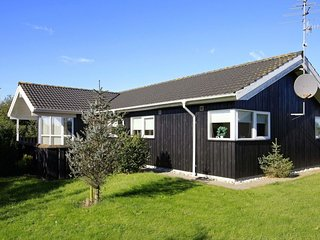 Norre Vorupor Holiday Home Sleeps 6 with WiFi - 5037395