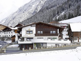 Kaisers Apartment Sleeps 9 with Free WiFi - 5783390